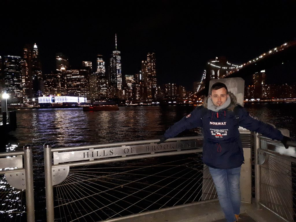 Xuso en la ruta por el puente de Brooklyn